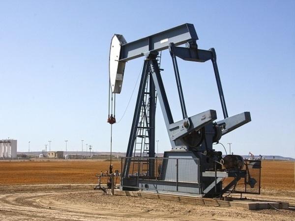 Обвал нефти, ослабевающий рубль и новая волна валютных кредитов