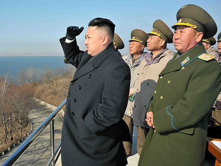 Ким Чен Ын против Трампа: кто громче бряцает?
