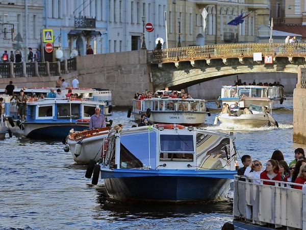 Петербург в белые ночи останется без катеров