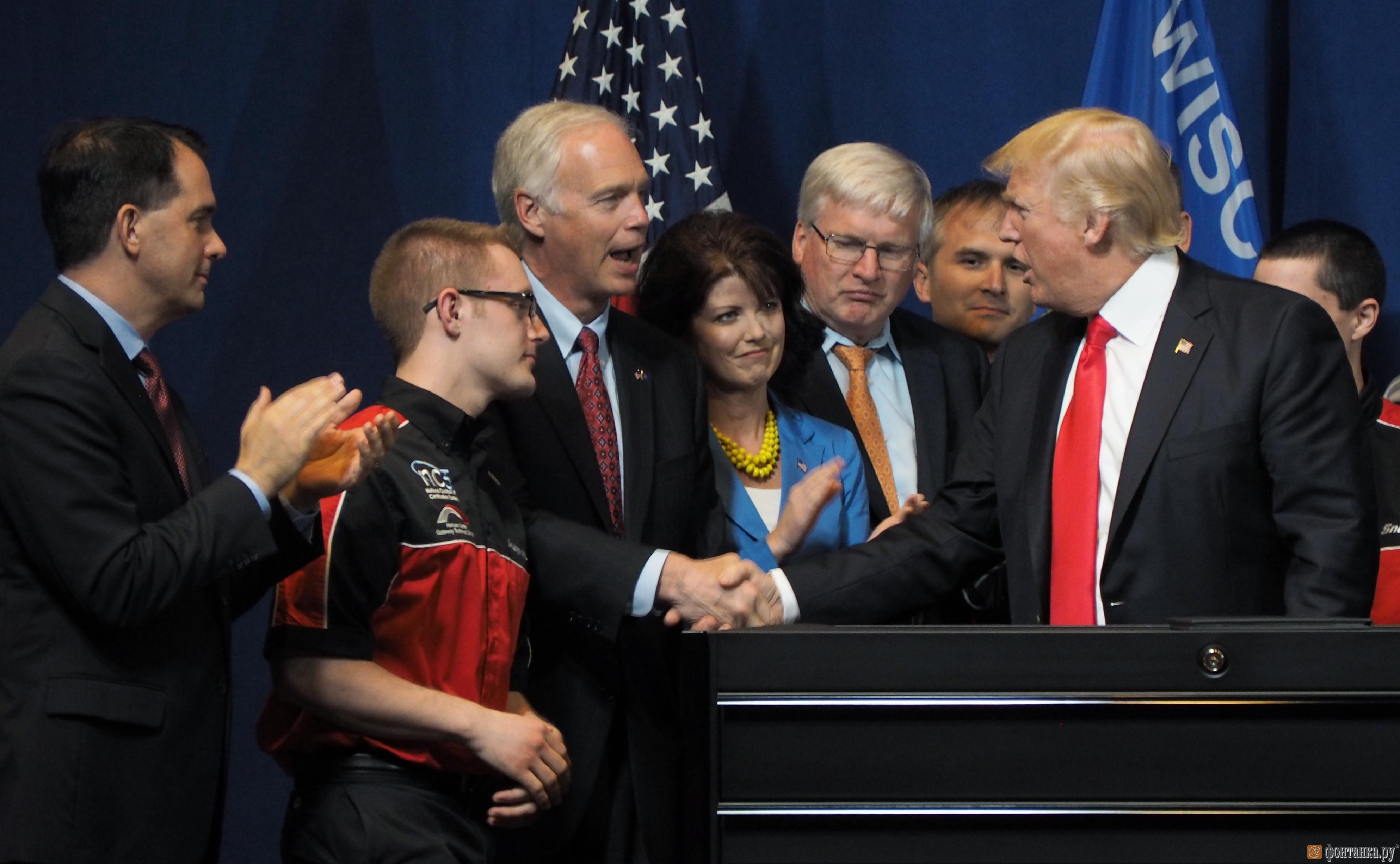 Трамп подписал указ о защите американцев от иностранной рабочей силы (Иллюстрация 2 из 2) (Фото: Елена Зеликова)