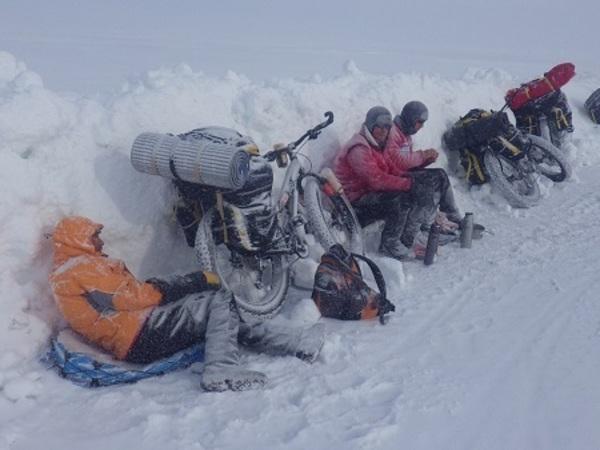 На велосипеде в Арктику: Уникальные кадры из экспедиции