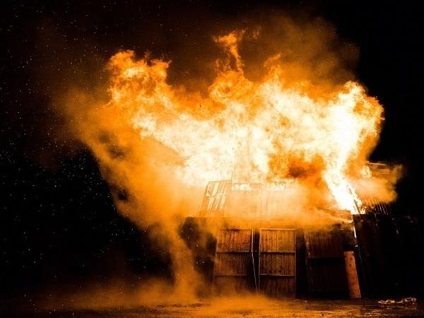 Антитеррористический поджог: Кто и зачем спалил деревню в Ленобласти?