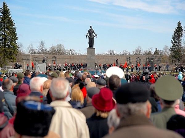 «Бессмертный Ленинград» объединяет поколения
