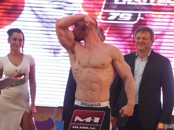 Русский боец ММА Александр Шлеменко нокаутировал жителя Америки Хэлси за25 секунд