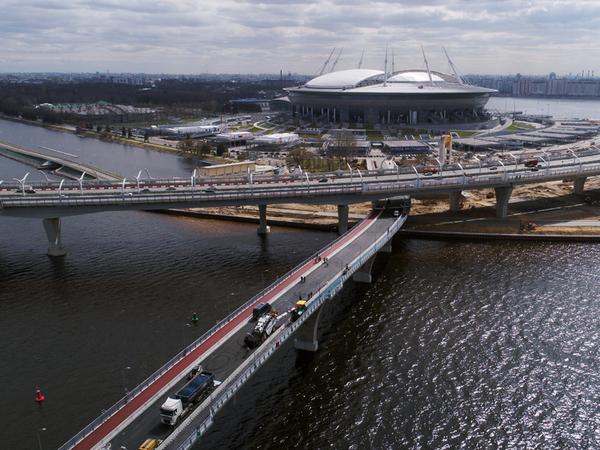 В северной столице Яхтенный мост около «Зенит-Арены» открыли для пешеходов