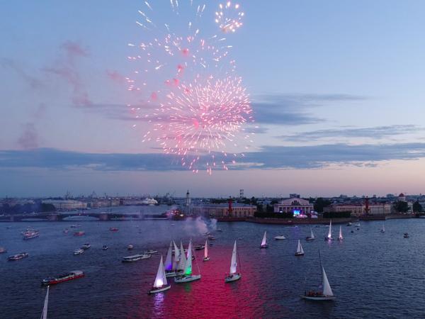 ВПетербурге 25 яхт кружились под классическую музыку— Вальс парусов