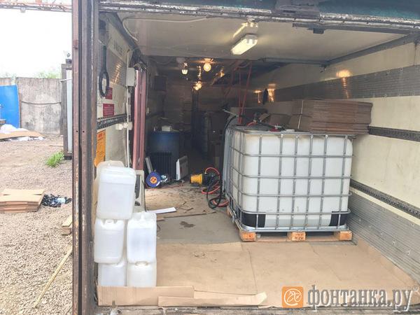 Возле Южной ТЭЦ в Петербурге нашли 50 тонн спирта