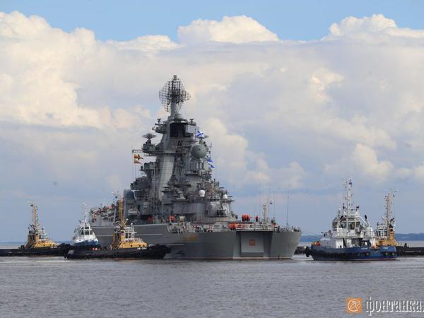 Крейсер «Петр Великий» зашел вФинский залив