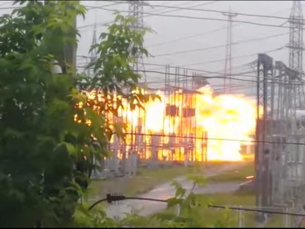 Взрыв наподстанции вТомске: видео очевидца