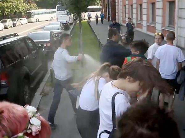 Нападение на ЛГБТ-активистов у Марсова поля сняли на видео