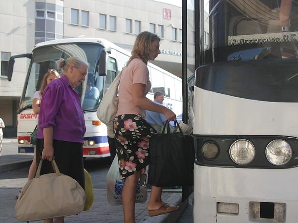 Автовокзал на«Обводном канале» запретил провожать пассажиров