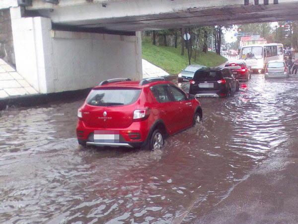 В Зеленогорске затопило дорогу