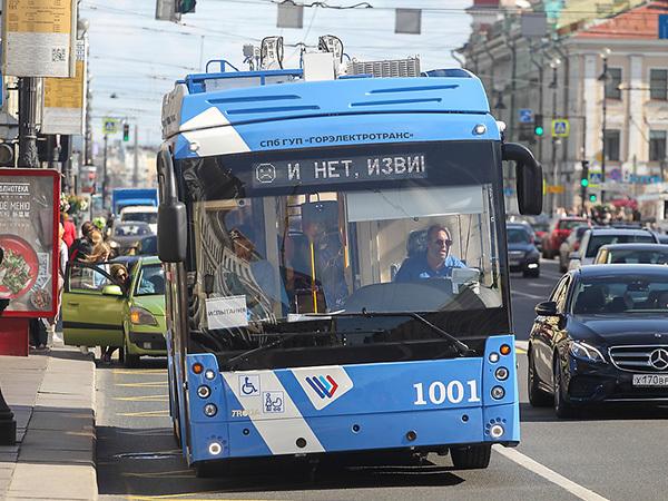 Новому троллейбусу некуда приткнуть рога