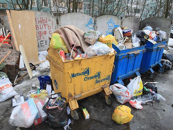 В подъездах заварили мусорную реформу