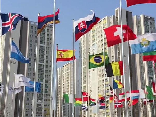 В Пхенчхане олимпийцев сдувает ураганным ветром