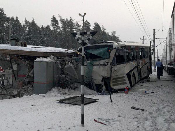 ВЛенобласти подтвердили сообщения остолкновения автобуса споездом