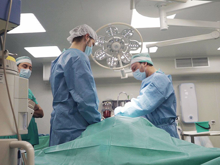 Известного пластического хирурга лишили бизнеса и обвинили в рейдерском захвате