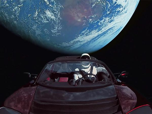 «Сделано человеком на земле»: Маск показал неопубликованные кадры с запуска Falcon Heavy