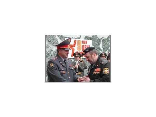 ОМОН поздравил ветеранов