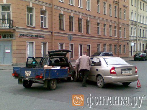 klitor-svisaet-russkiy-pikap-na-ulitsah-peterburga-onlayn-porno