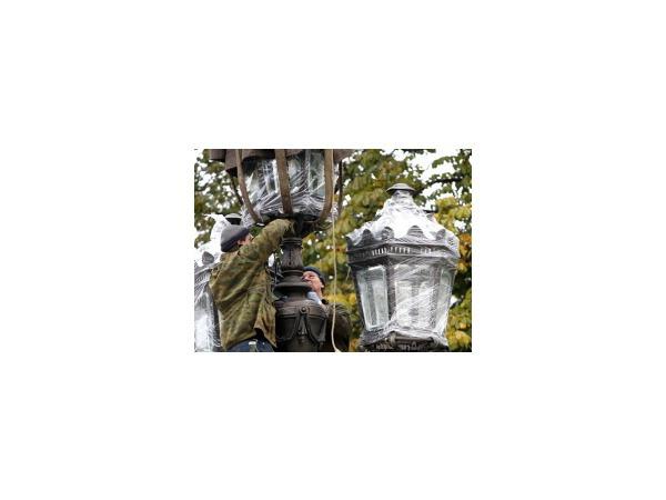 Фонари Екатерининского садика вновь засияли бронзой