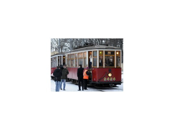 В честь городских ретро-трамваев прочитали стихи
