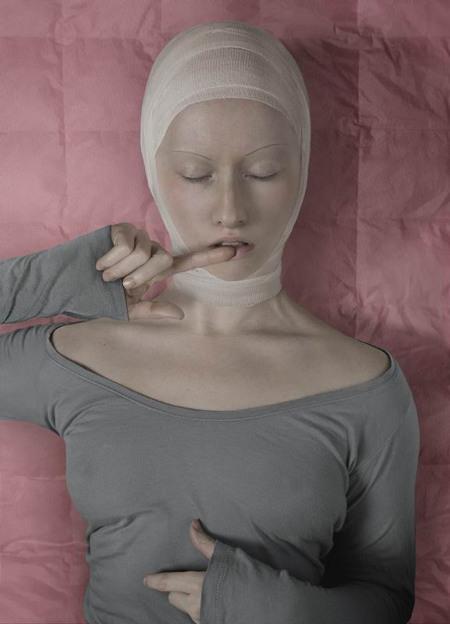 """К. Белкина. Sleeping Beauty. Из серии """"No man's world"""". 2009"""