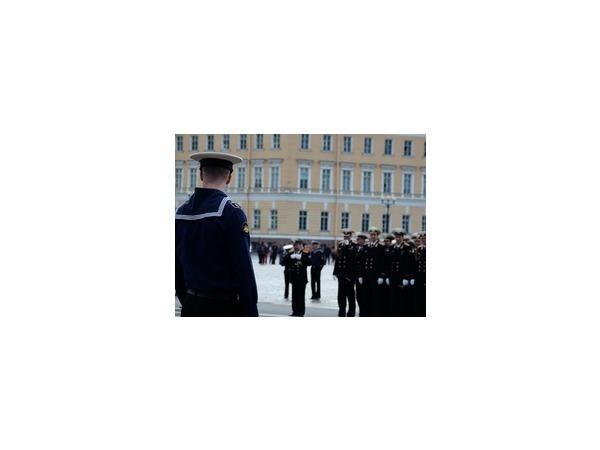 Гардемарины клянутся в верности России на Дворцовой
