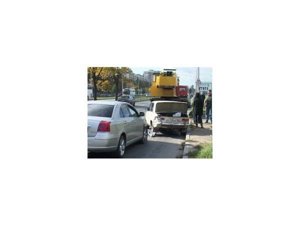 «Копейка» закрыла собой школьников от возможного наезда «Тойоты Авенсис»