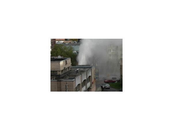 На Светлановском бил фонтан горячей воды