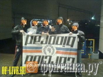 Выложенное на одном из околуфутбольных сайтов фото зенитовских хулиганов с отобранным у хорватов баннером