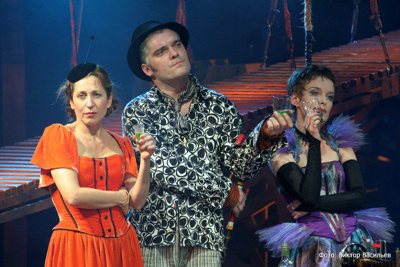 Марина Солопченко (Като), Роман Агеев (Маскариль) и Анна Вартаньян (Мадлон)