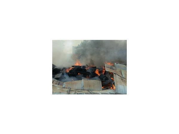 На Невельской горит склад поролоновых изделий