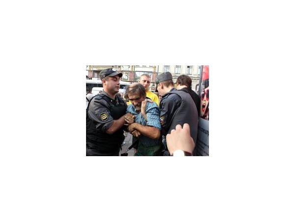 """В Петербурге - десятки задержанных активистов движения """"Стратегия 31"""""""