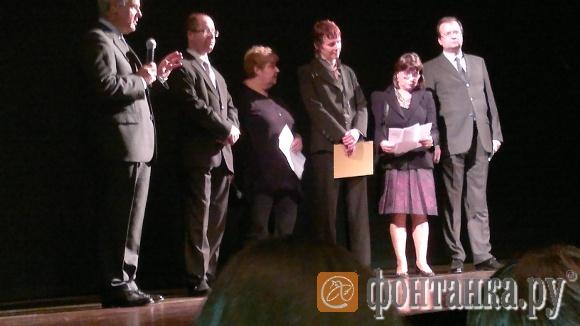 На открытии фестиваля: второй слева - Виктор Минков; трое справа - Анна Кучерова, Джулия Аматто и Алексей Парамонов