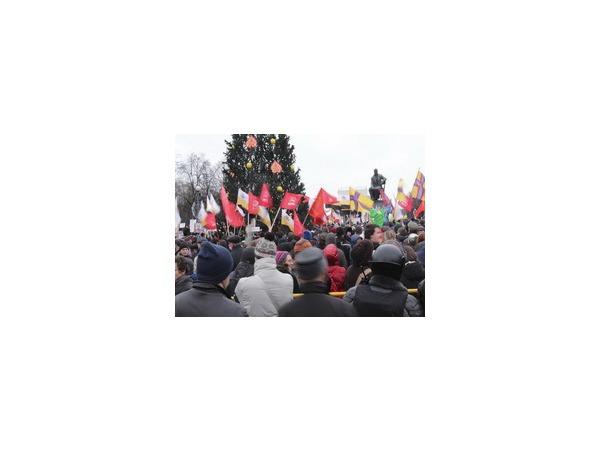"""На Пионерской площади проходит митинг """"За честные выборы"""""""