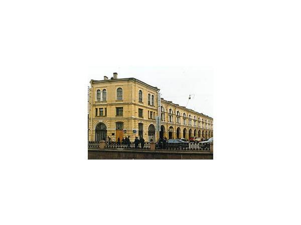 Суд оставил арендатора и собственника под одной крышей Гостиного двора