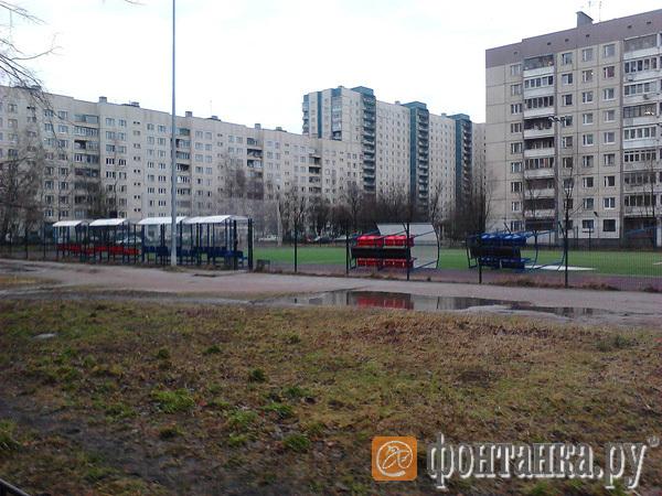 последствия бури в приморском районе  один из дворов возле комендантского