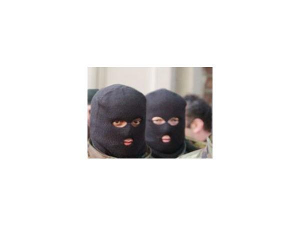 За «золотого» пристава отомстили люди в масках