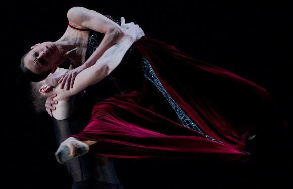 Сцена из балета «Nunc Dimittis» / «Ныне отпущаеши», хореограф Начо Дуато, Михайловский театр