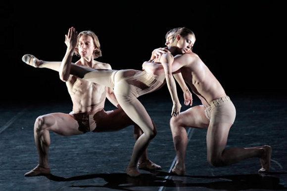 Сцена из балета «Without Words» /«Без слов», хореограф Начо Дуато, Михайловский театр