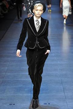 Бархатный костюм Dolce&Gabbana.