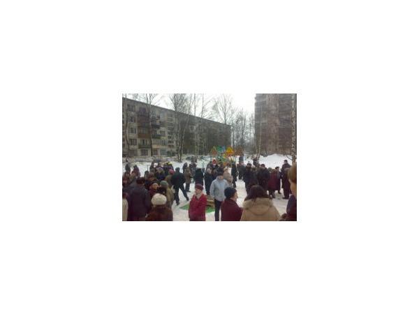 На Пискаревском защищают стадион от пенсионеров
