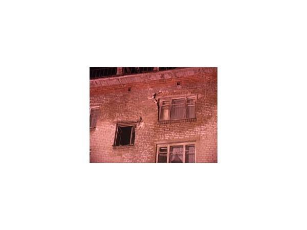 Жильцы дома 17 по 2-му Рабфаковскому: Стена начала рушиться в  20:00