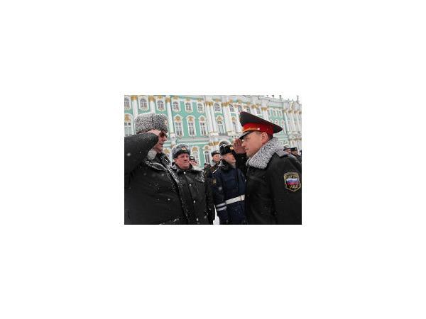 На Дворцовой площади прошел общегородской смотр нарядов милиции