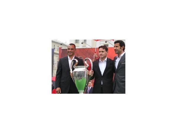 В Петербурге представляют Кубок Лиги Чемпионов УЕФА.