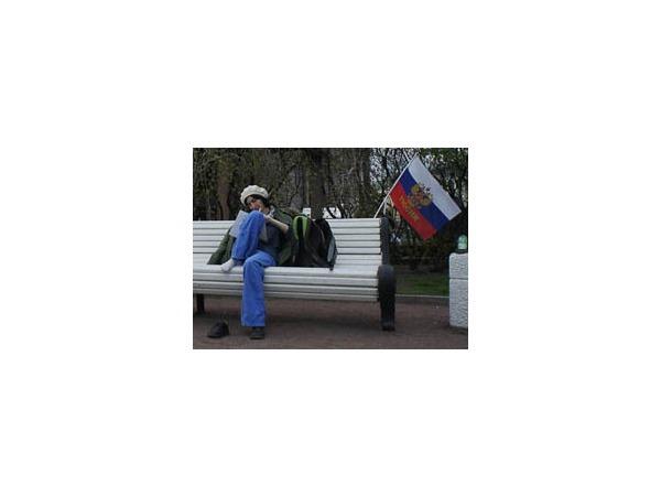 Акция оппозиции на Исаакиевской: Пицца, чтение и бадминтон