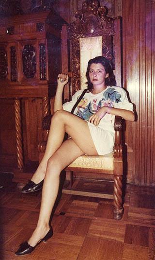 Дама в убранстве «Европейской», середина 80-х
