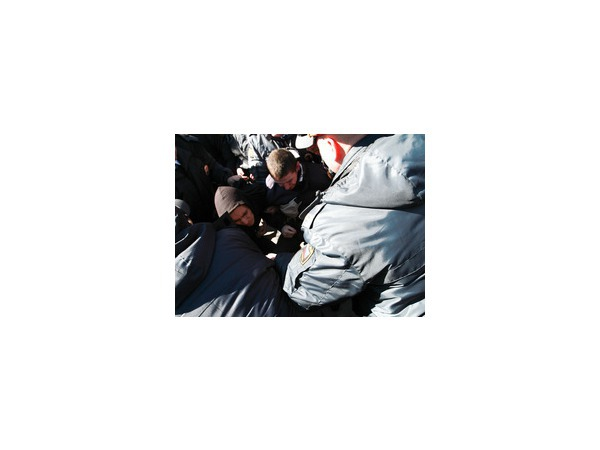 Около 30 человек задержано после инцидента на Дворцовой.ФОТО