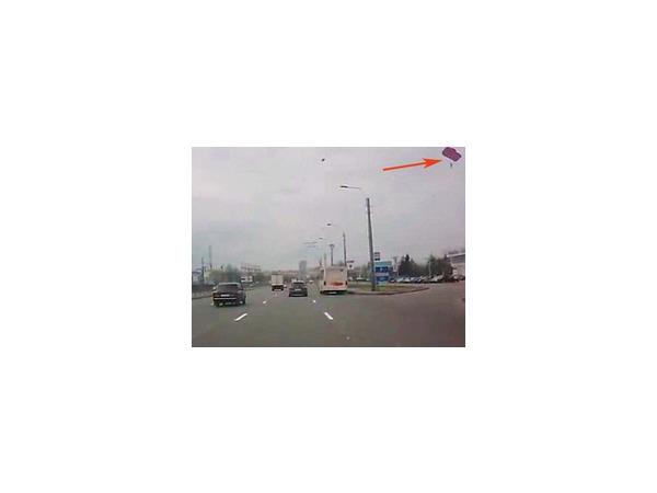 Высотка на Типанова вновь стала парашютной вышкой для бэйсджамперов